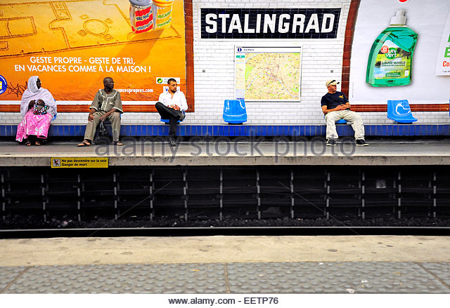 paris-france-stalingrad-metro-station-platform-eetp76